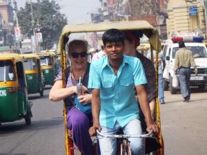 băieţii cu ricşa, în New Delhi