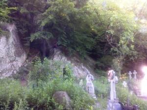Aluniş, chiliile săpate în piatră