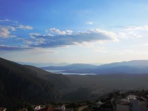 pe malul mării Corintului